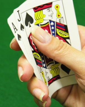 In poker what hand beats a straight